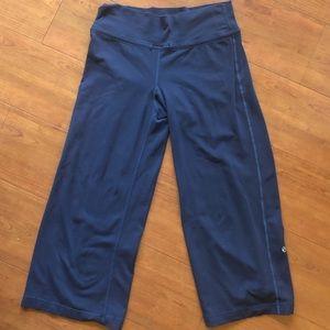 Lululemon Wide Leg crop Size 8 Navy blue